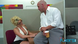 Office sex bomb Claudia gives a blowjob and gets her cunt licked and fucked at bottom the table