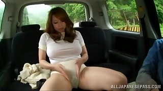 Chubby Japanese babe gets into the van to be pleasured overwrought a stranger