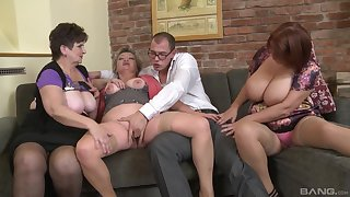 Dirty orgy between unskilled dudes and Jarmila Mautskova & Pavlina Skoumalova