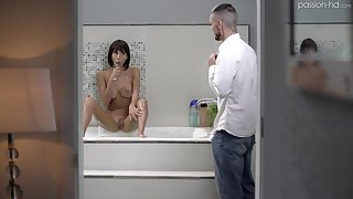 Sinfully horny beauty Janice Griffith masturbates and fucks of a piece with a world champ